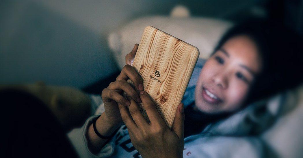 台灣電子書平台「Readmoo群傳媒」,宣布8月將推出第一台繁體中文EInk電子...