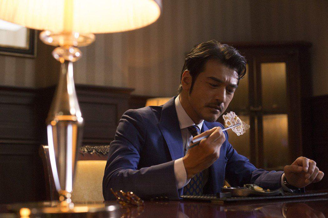 影星金城武(圖)主演電影「喜歡你」,對於被封為「神秘男神」,他透露並非刻意搞神祕