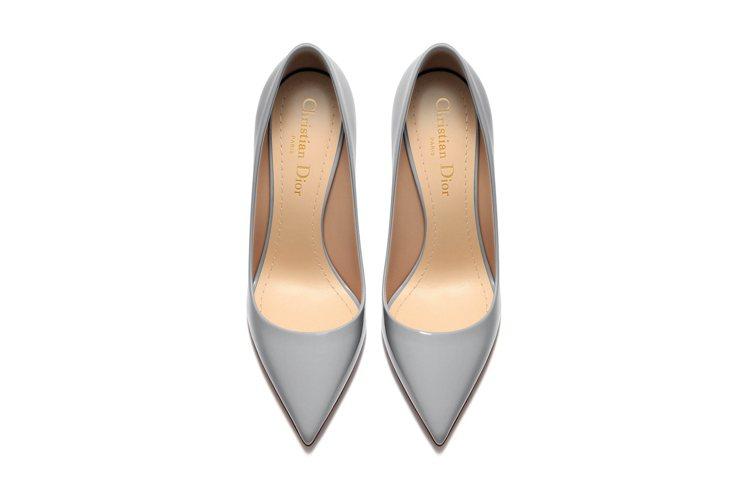 2017春夏Dioressence鞋底內裡logo展現簡約新樣貌。圖/DIOR提...