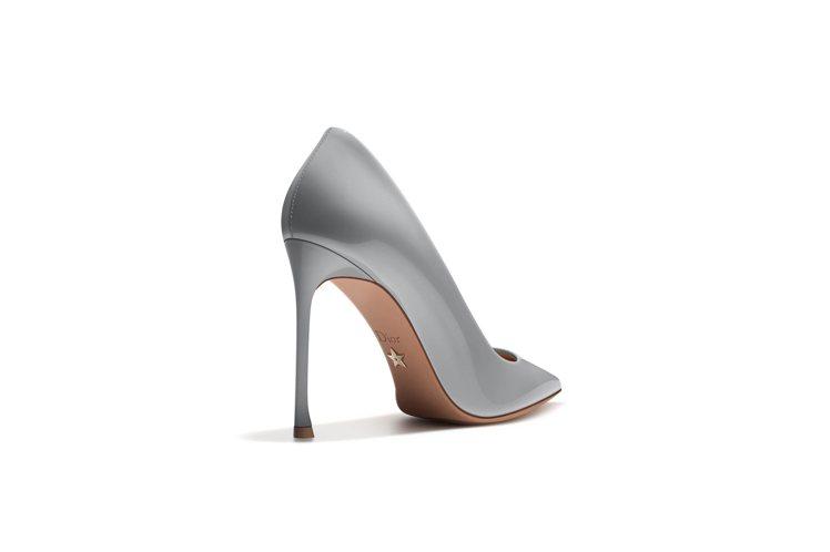 2017春夏Dioressence鞋底鑲嵌幸運星星。圖/DIOR提供