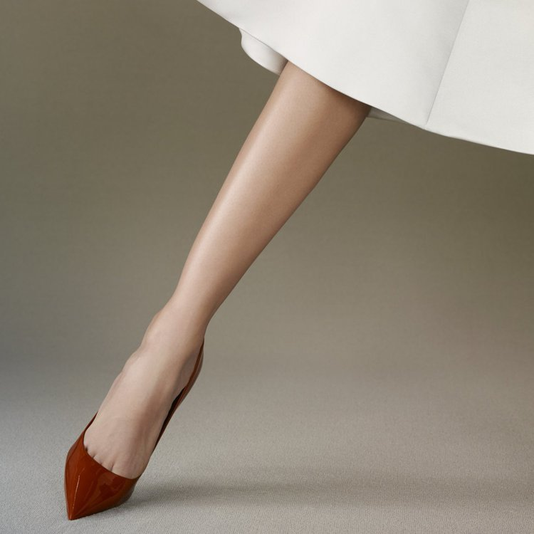 性感的紅色Dioressence高跟鞋是DIOR的經典暢銷鞋履。圖/DIOR提供