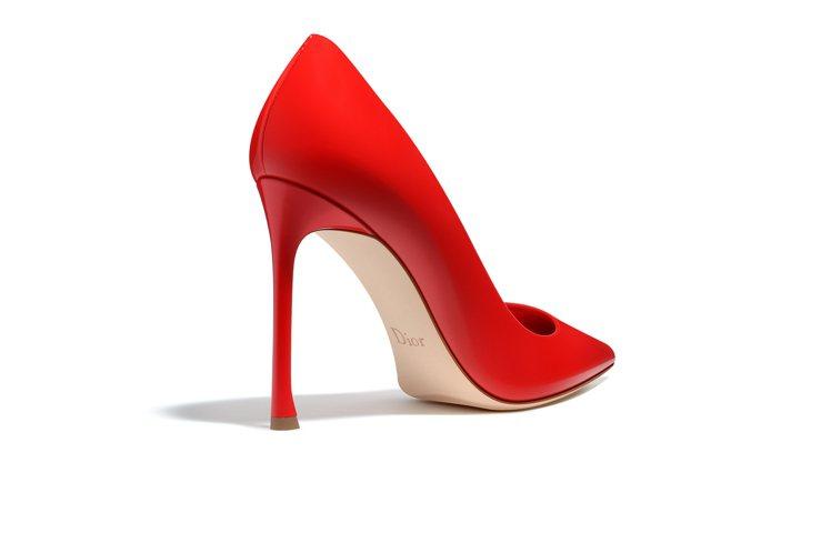 莎莉賽隆穿的2016早春Dioressence鞋底還未有星星設計。圖/DIOR提...