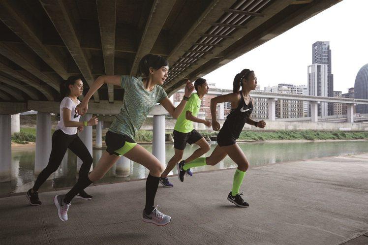 NIKE代言人陳意涵每月跑300公里,是重度跑步愛好者。圖/NIKE提供