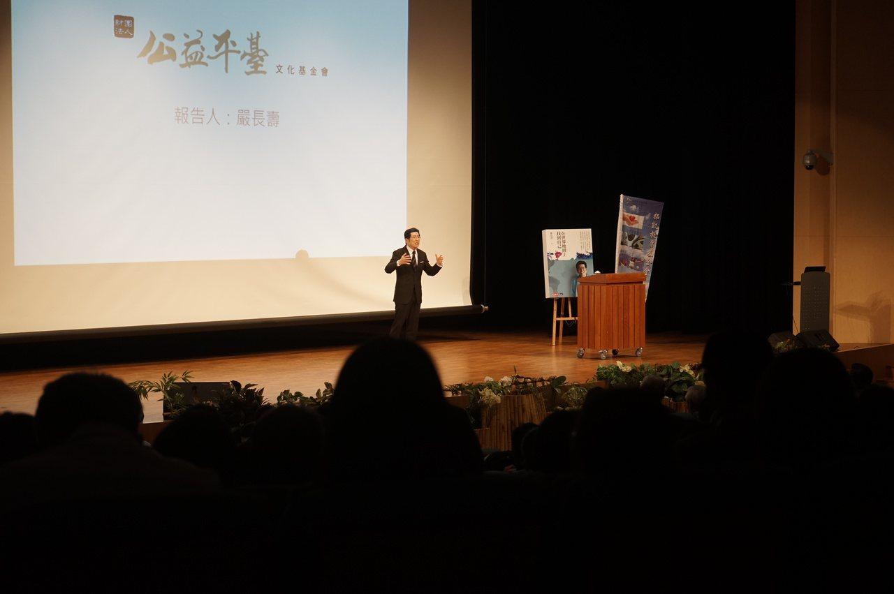 台灣公益平台文化基金會董事長嚴長壽今天到花蓮慈濟大學演講。 記者王燕華/攝影