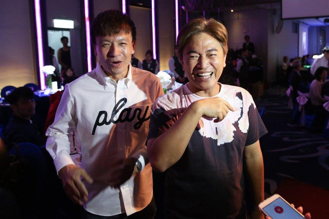 藝人小鐘(左)與吳宗憲(右)出席馬力歐婚禮。記者王騰毅/攝影