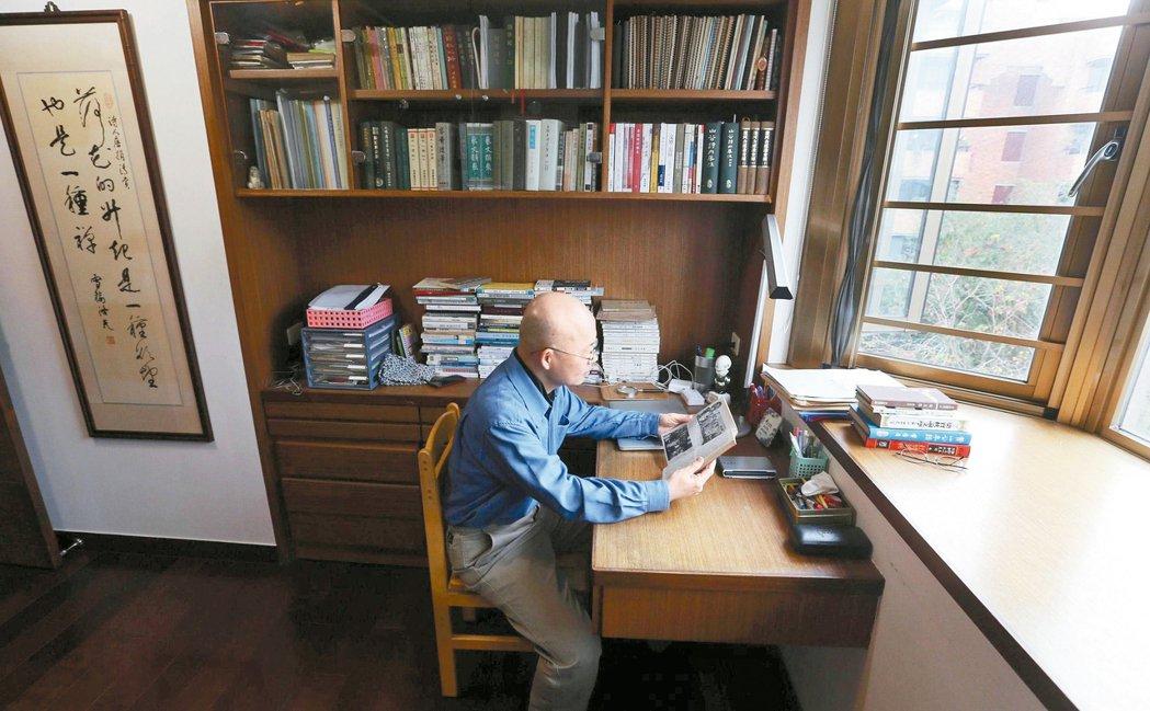 茜紗窗下,唐捐的書房。 圖/本報記者侯永全攝影