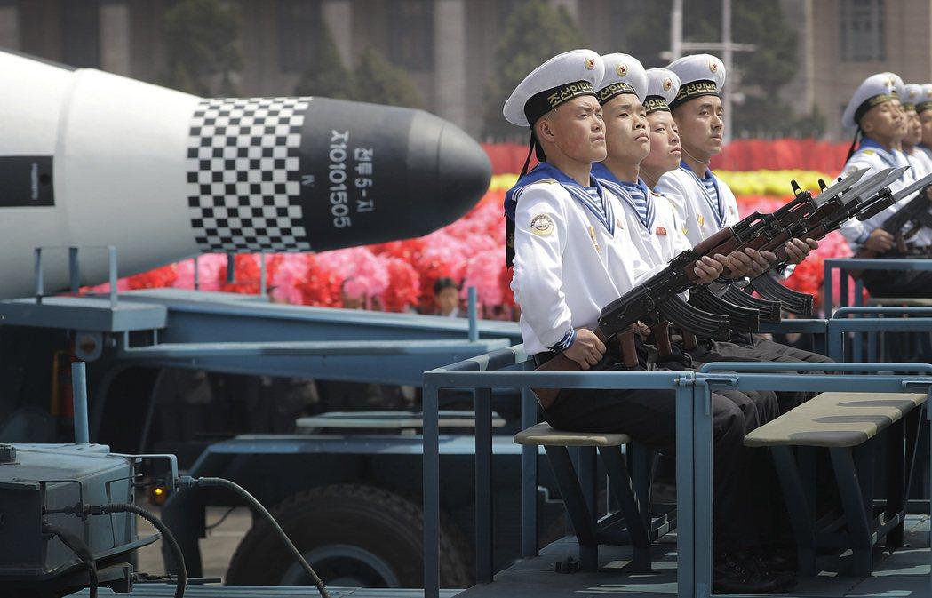 北韓大閱兵秀軍武,為東北亞及台股添變數。 (美聯社)