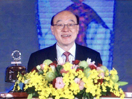 國際扶輪3480地區總監廖文達(Kevin  Liao)於大會中致詞,歡迎大家一...