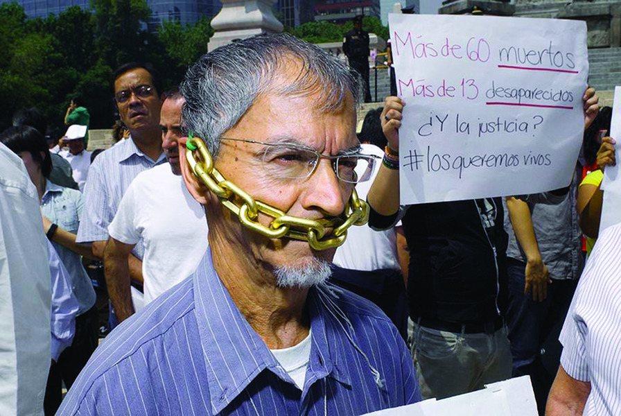 墨西哥數百名記者聚集在城市中心,抗議記者遭到的謀殺和暴力事件。(photo by...