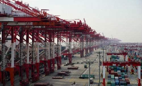 55%的經濟學家認為大陸第1季GDP增速達6.8%,圖為大陸進出口貨運港口。(百...