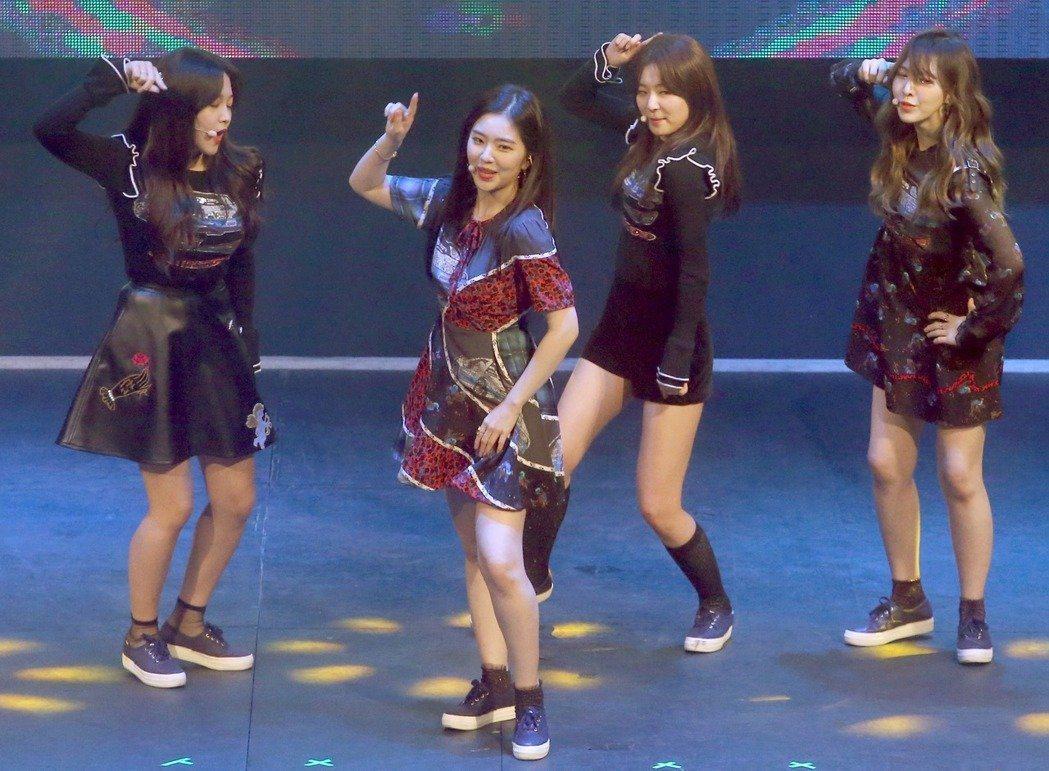 Red Velvet在見面會上熱舞成名曲。記者屠惠剛/攝影