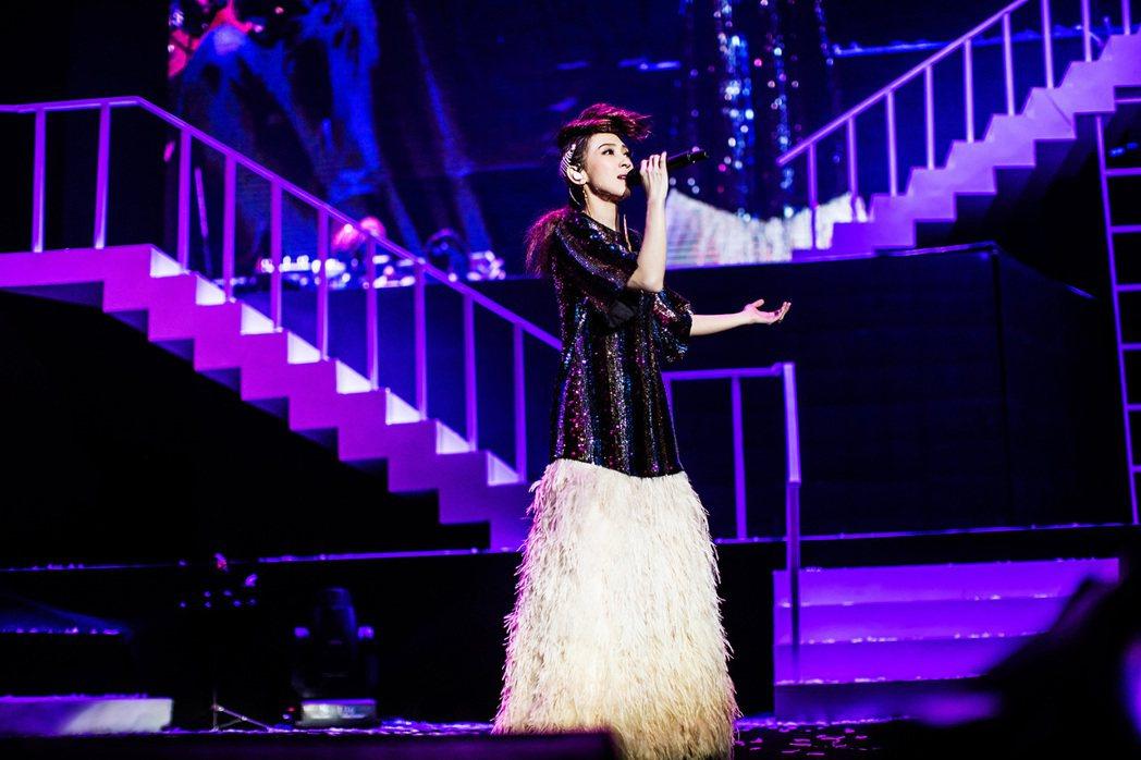 戴佩妮為北京首唱訂製多套舞台裝。圖/妮樂佛提供