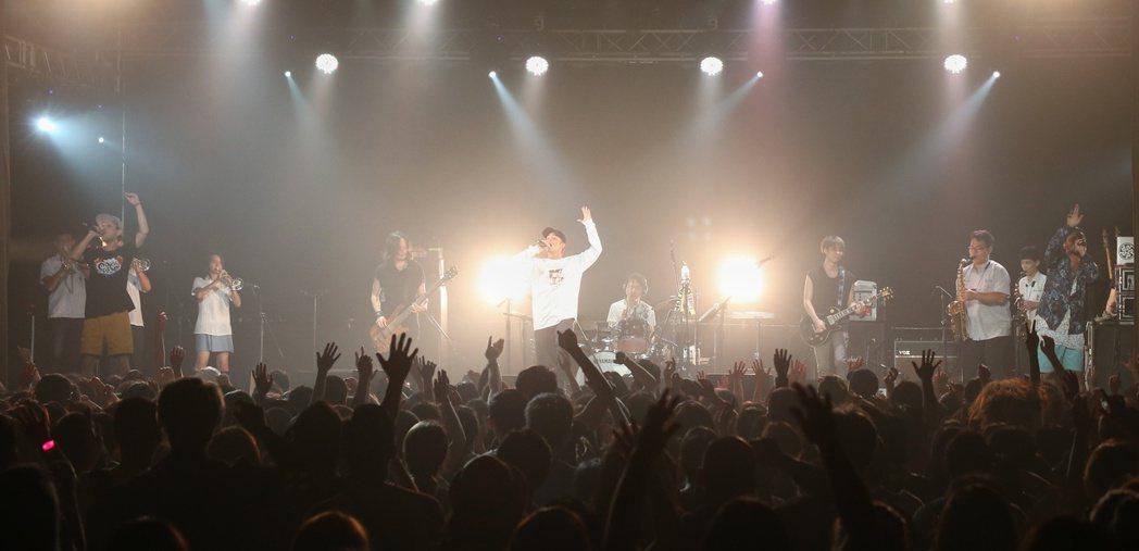 日本樂團橘子新樂園於Legacy Taipei舉辦2017台北狂歡演唱會。記者陳...