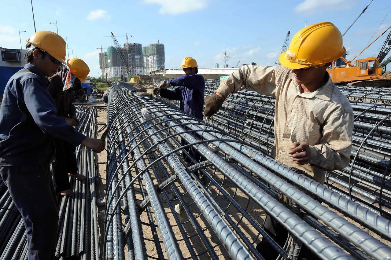 越南媒體VnExpress報導,越南總理阮春福已停止越南第二大鋼鐵廠Hoa Se...