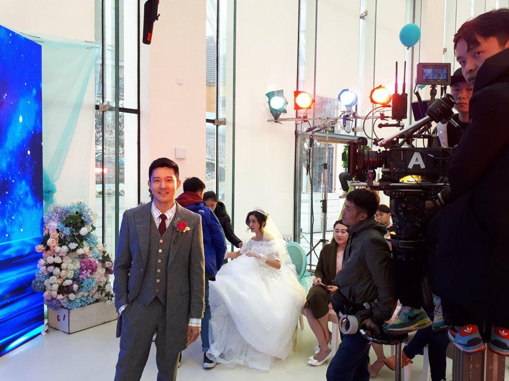 立威廉拍新片「獵頭」與女主角文祁拍婚紗照。圖/Jim提供