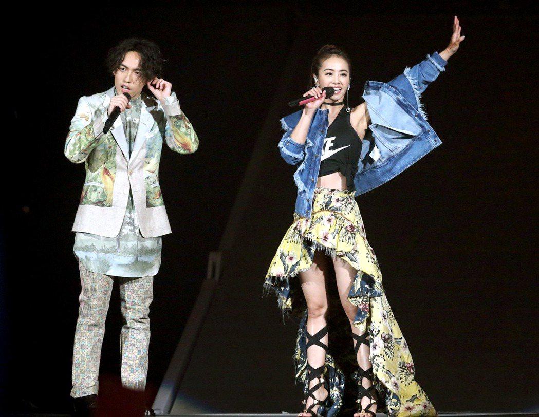 林宥嘉(左)世界巡迴演唱會台北小巨蛋場,蔡依林(右)站台。記者屠惠剛/攝影
