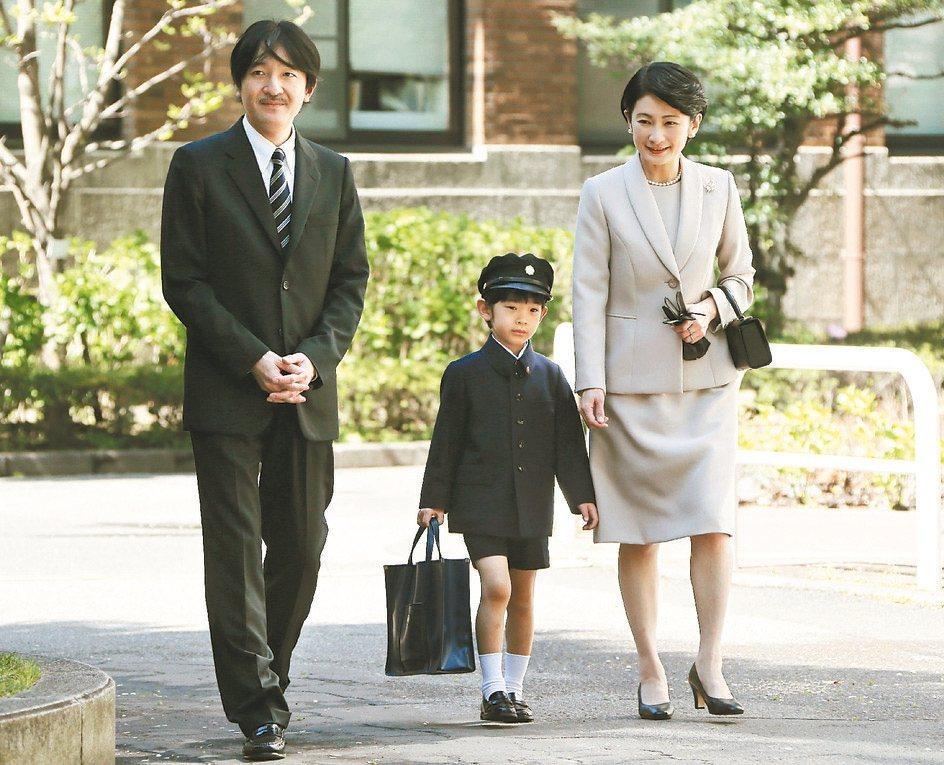 日本小孩冬天穿短裙短褲除為了強健體魄,也有一說是受到皇室的影響。圖為文仁親王...