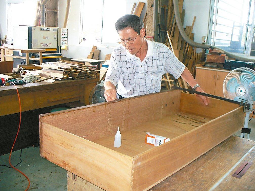 整修再生家具也要注意防範有毒物質揮發。 圖/嘉義縣政府提供