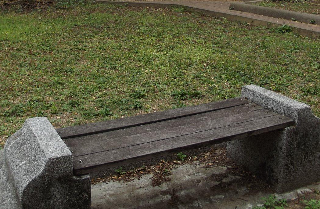 早期的休閒座椅或防腐建材,要注意是否含CCA。 記者謝恩得/攝影