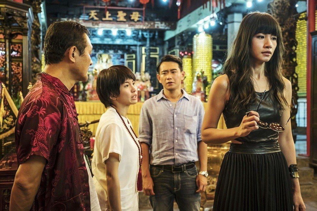 歌手李千娜飾演的女歌星Alice找上仙姑,尋求協助。圖/HBO Asia提供