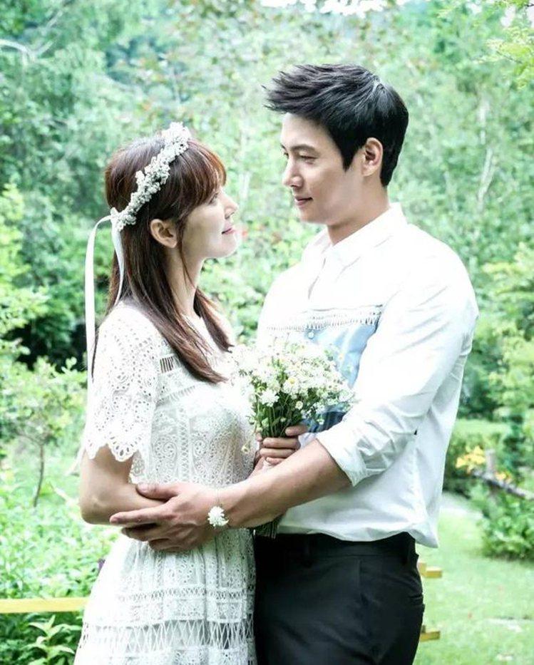 因合作韓劇《家和萬事成》的金素妍、李尚禹將在六月舉行婚禮。圖/擷自instagr...