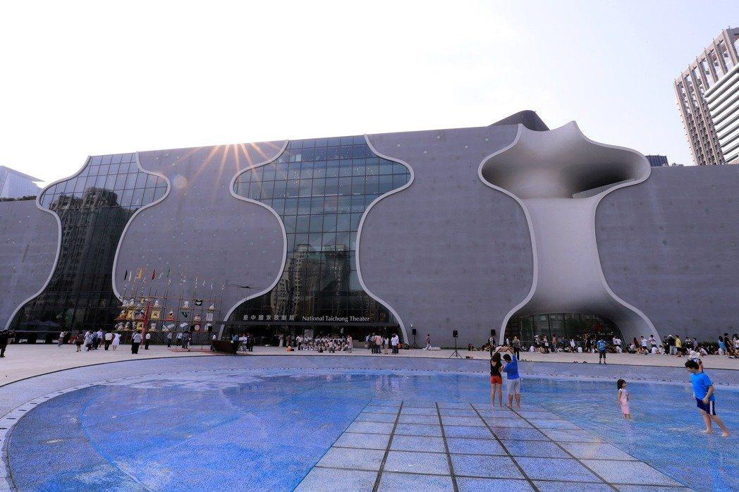 無論有沒有行政法人化,今天的問題是台灣從來沒有一位國家表演藝術場館的藝術總監,提...