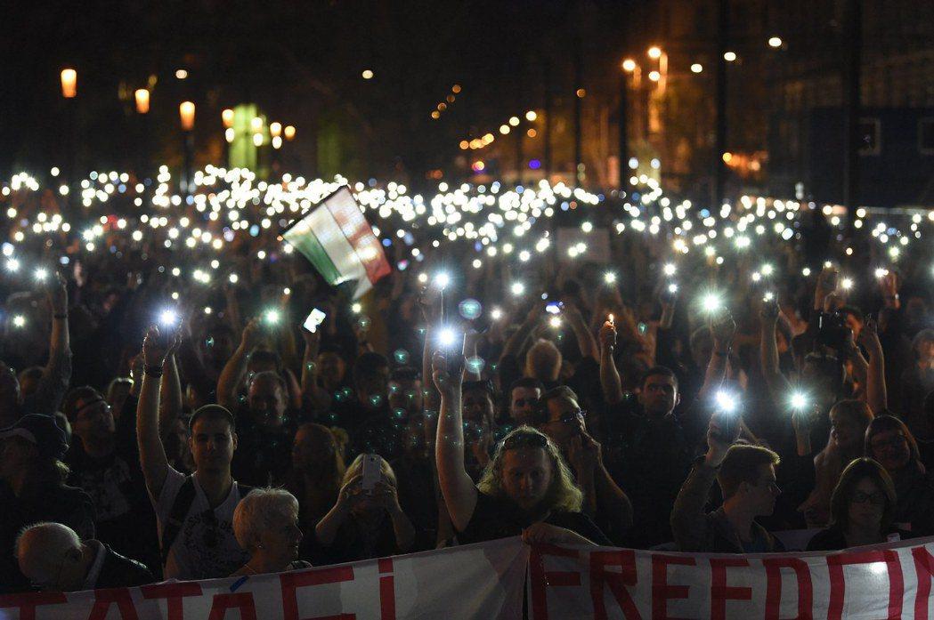 目前校方立場相當明確,就是以續留布達佩斯為目標,並不放棄與奧班政府繼續交涉,但在...