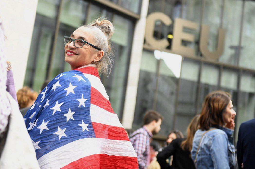 註冊在美國紐約州的中歐大學,主要以英文授課,這起「中歐大學之亂」,已引起歐盟和美...