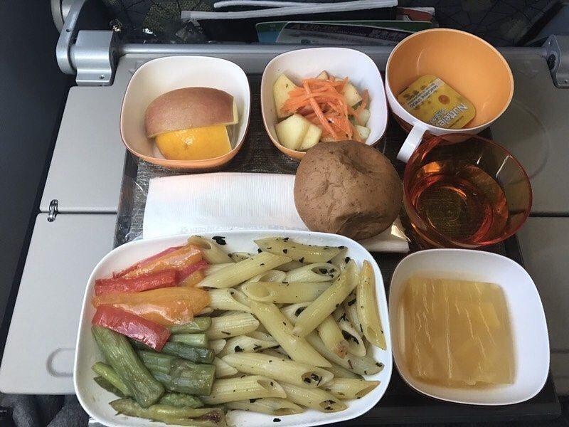 西式素食餐。圖/Dcard網友提供