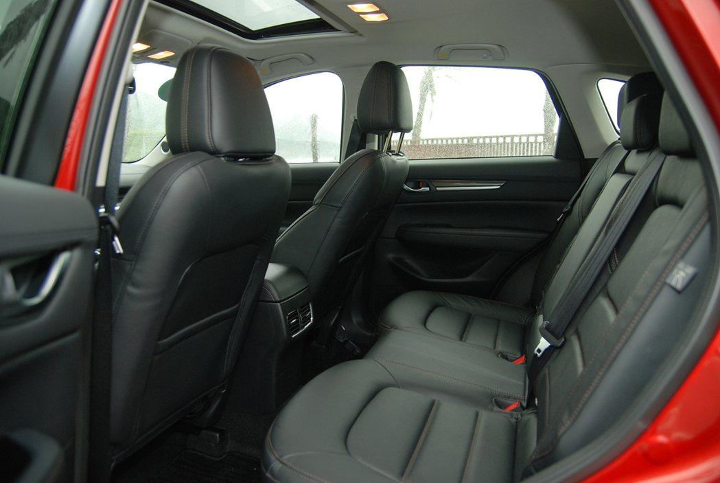 此次改款全車系也加入後座出風口,提高後座乘員的舒適性。 記者林鼎智/攝影