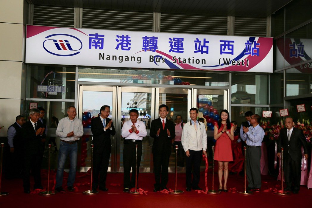 南港轉運站西站今早舉行啟用儀式,明日(18日)正式營運。記者魏莨伊/攝影