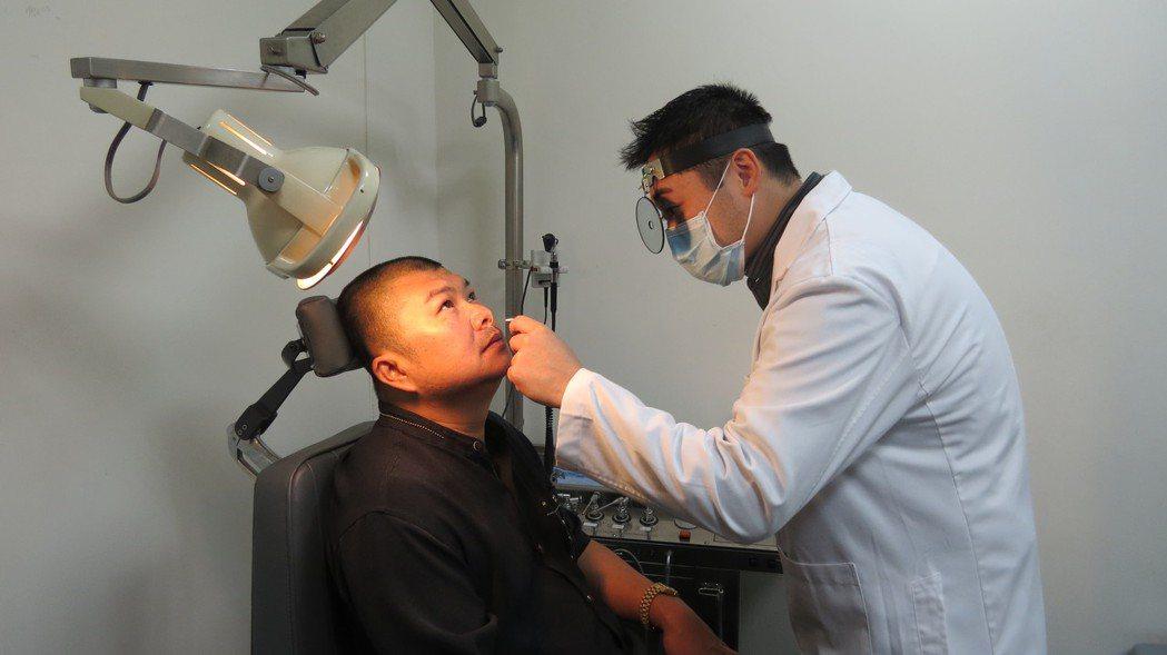 42歲陳姓男子為鼻塞打呼所苦,下鼻甲微創手術解決他的困擾。記者范榮達/攝影