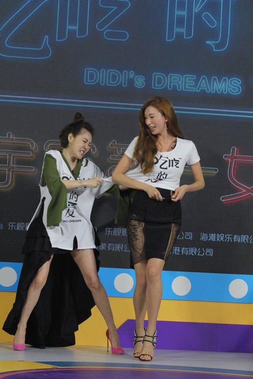 小S(左)在北京記者會上怒撕林志玲(右)T-Shirt,成為節目大亮點。圖/CF...