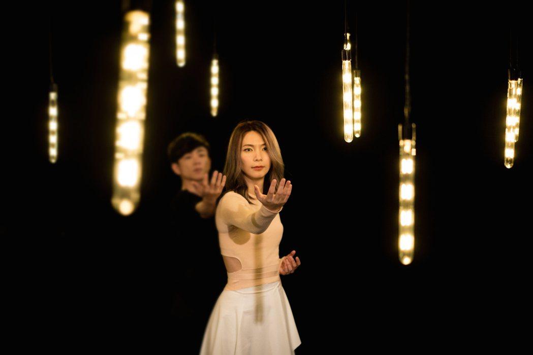 陳惠婷學現代舞像復健。圖/零與無限音樂提供