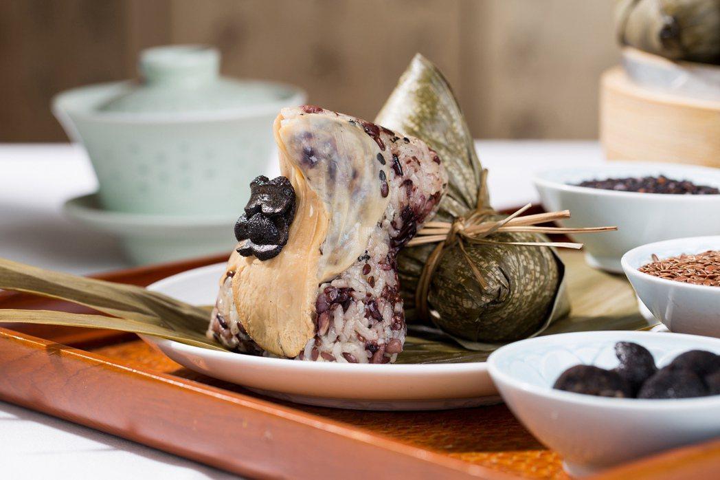 以健康養生為訴求的台北君悅酒店五榖松露素粽。圖/台北君悅酒店提供