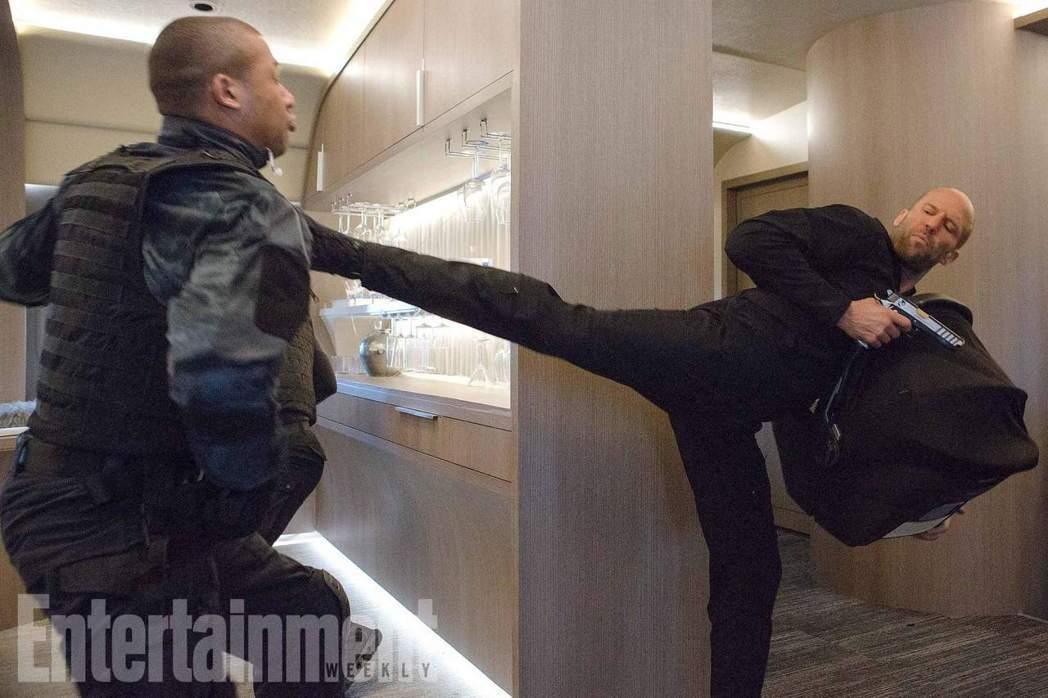 傑森史塔森在「玩命關頭8」表現搶眼。圖/翻攝自Entertainment Wee