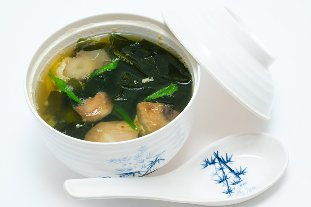 想讓「突出小腹」變平坦的人,推薦大家來碗「海帶芽湯」。 示意圖/ingimage