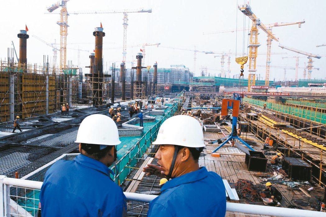 大陸首季GDP年增6.9%,優於預期。圖為興建中的北京新機場。 路透