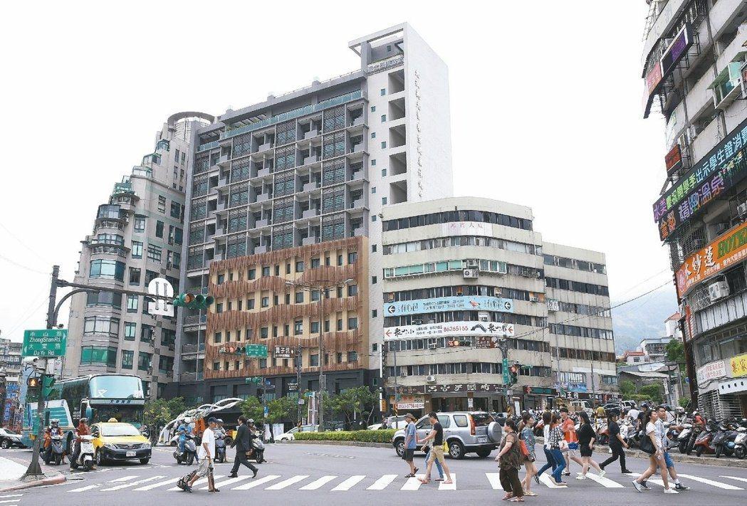 國泰金調查顯示,不少民眾認為房價跌到「合理價格」才願意出手。 報系資料照