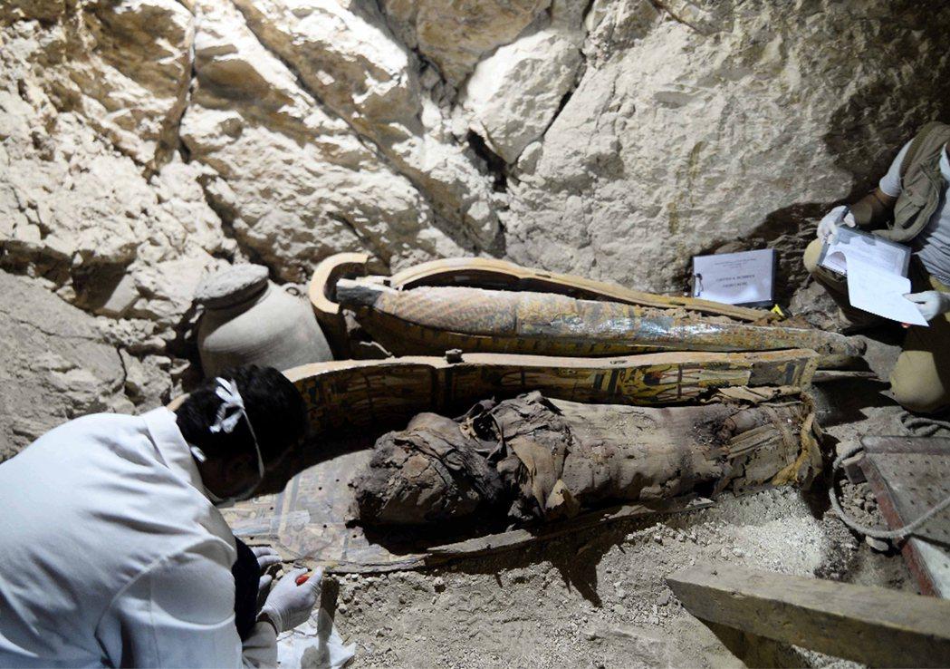 3500年前埃及墓穴 發現6具木乃伊