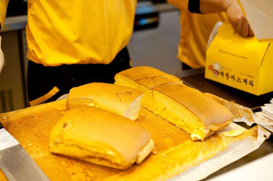 糕點類食物在韓國相當收到歡迎,在街邊就可買到各類現烤小食,近年臺灣古早味現烤蛋糕...