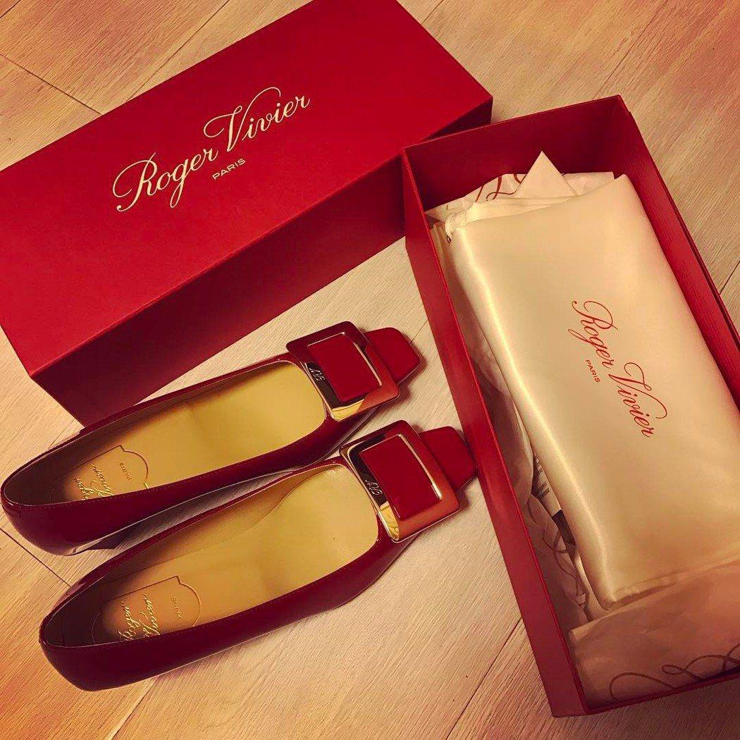方媛在IG上曬紅色鞋子照片。 圖/擷自方媛IG