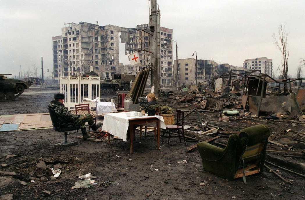 俄軍於1999年以侵擾鄰近的達吉斯坦共和國為由,攻擊車臣。圖為2002年,俄羅斯...
