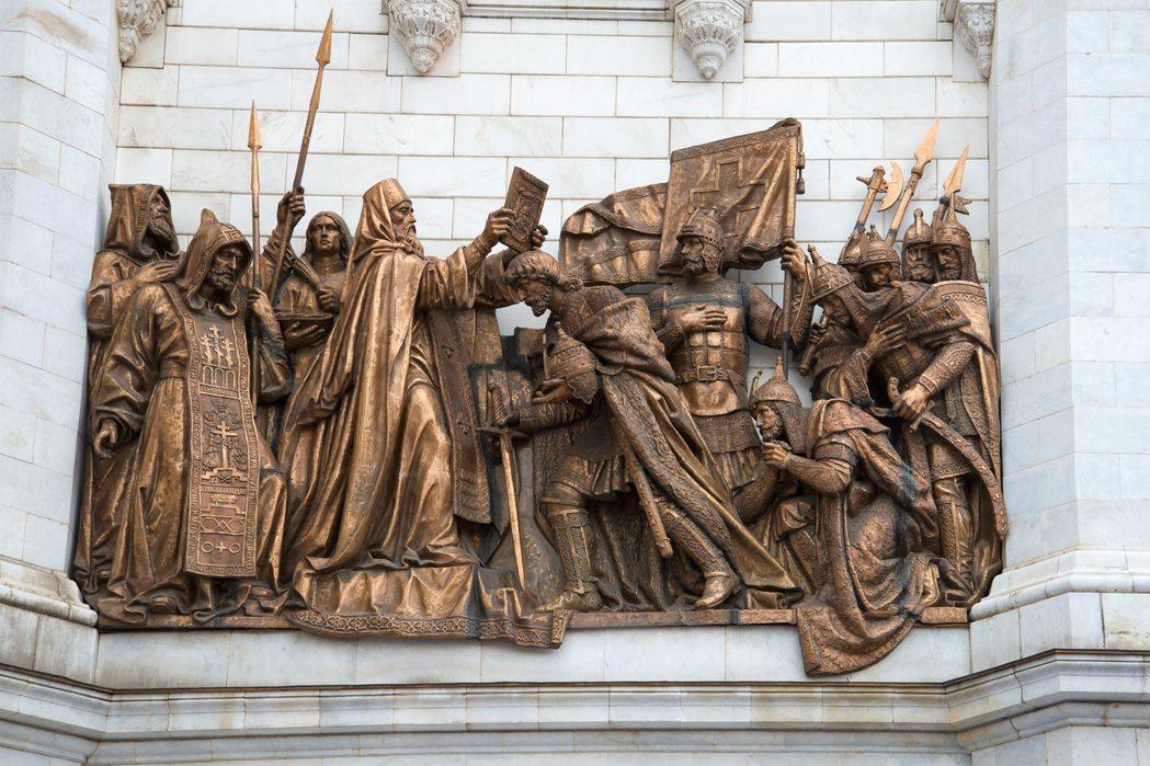 出征前的將士們:1380年,莫斯科大公國在庫里科沃戰役擊敗蒙古人,打破了鐵騎無敵...