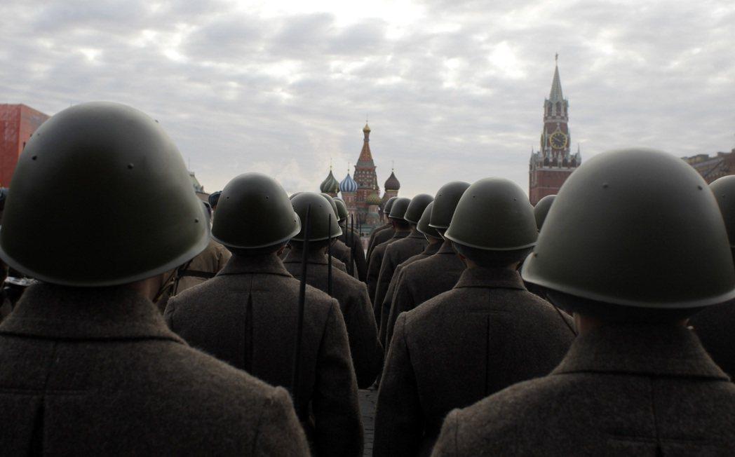 俄羅斯心臟地帶無天險守護,西面與南面的草原地帶,成為外來入侵者的天然走廊,易攻難...
