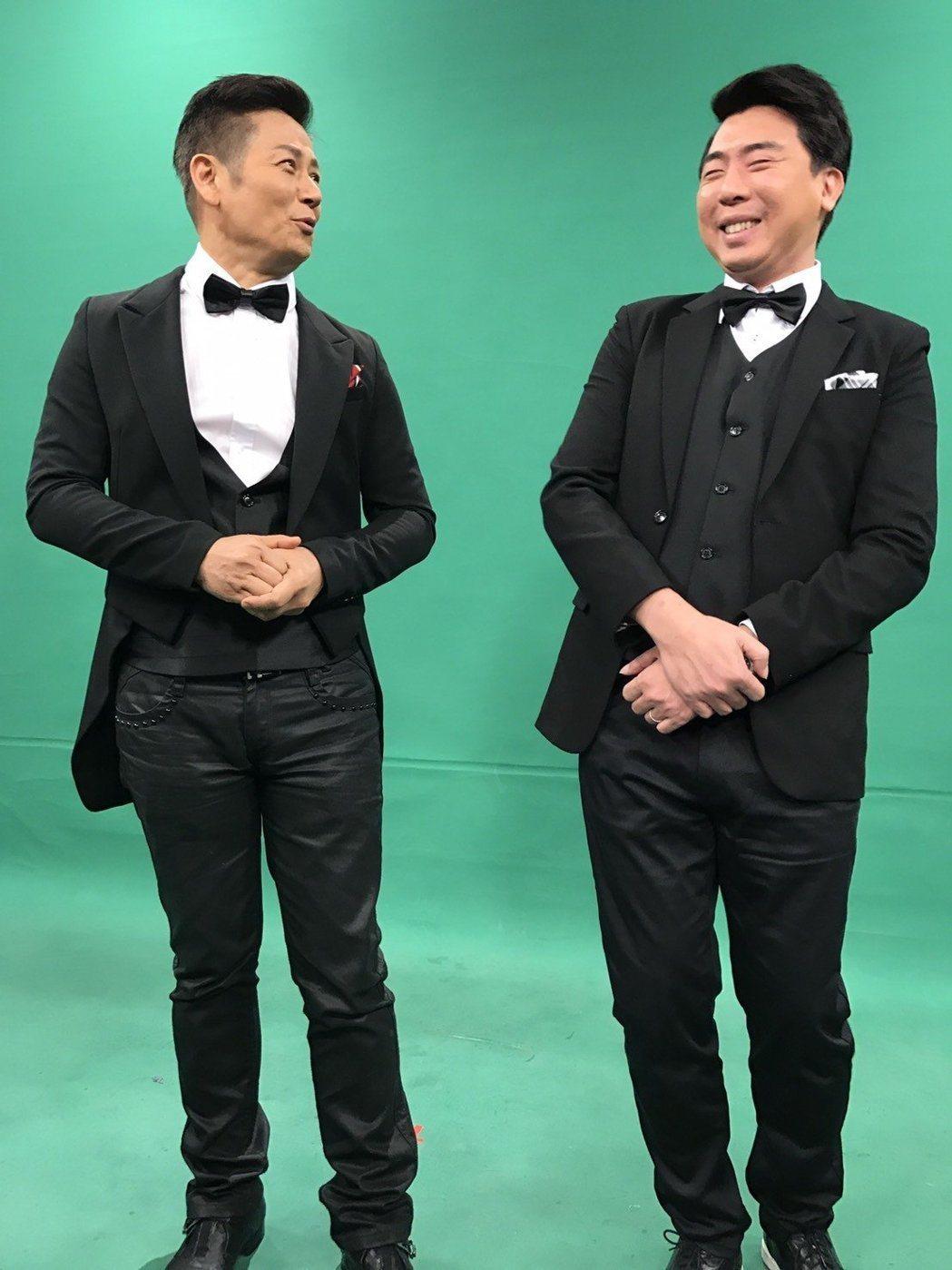 徐乃麟(左)、梁赫群新作「天天樂財神」直接復刻當年的「小氣大財神」。本報資料照