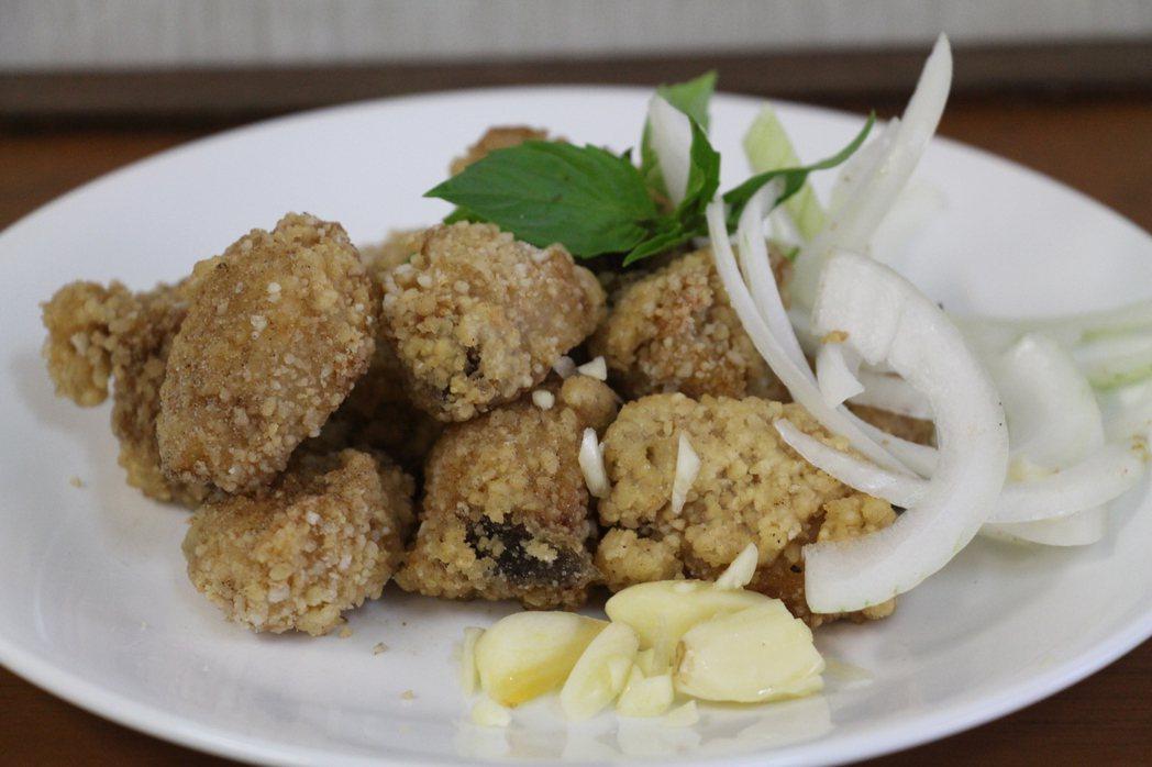 台東市「緣龍」無骨鹽酥雞熱銷的新鮮鬼頭刀魚片。記者李蕙君/攝影