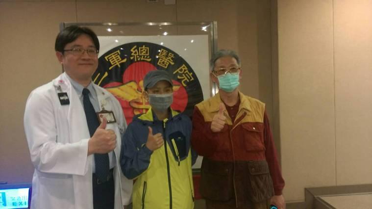 34歲的蔡小姐(圖中)採取螺旋刀放射線治療後,降低副作用,造血幹細胞移植後人生煥...