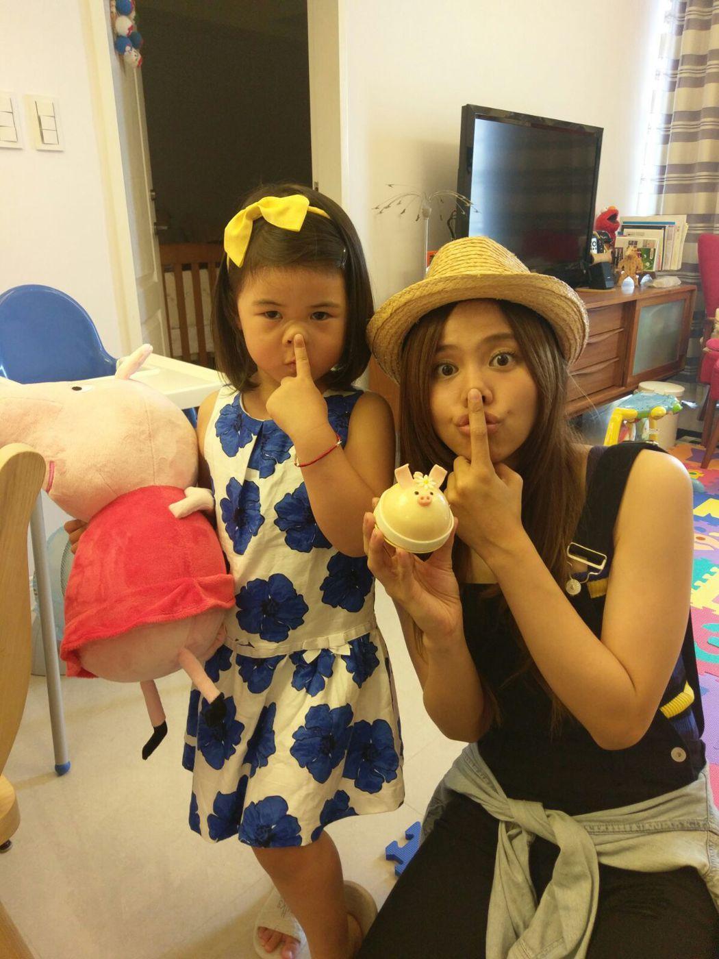 吳汶芳驚訝3歲妹妹好會唱。圖/福茂提供