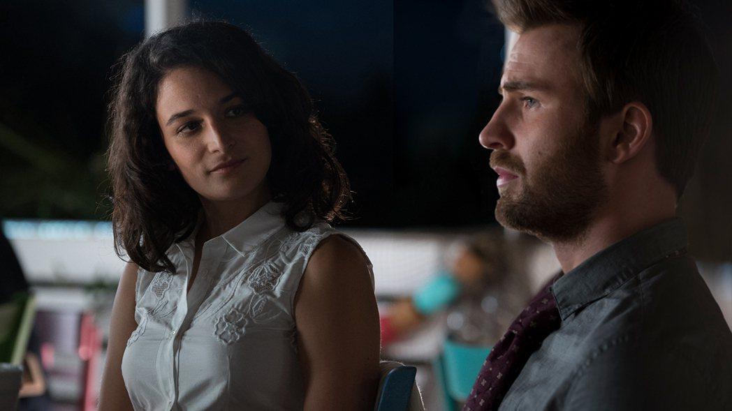 克里斯伊凡(右)與珍妮史雷特(左)因戲結緣相戀,是導演馬克韋伯打造的第3對假戲真...